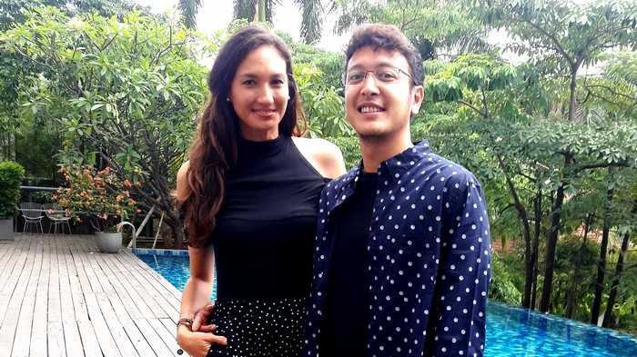Dimas Anggara dan Nadine Chandrawinata ketika ditemui dalam jumpa pers 'Cerita Bulan Madu Nadine Dimas di New Zealand', di Wyl's Kitchen Veranda Hotel, Kebayoran Baru, Jakarta Selatan, Selasa (13/11/2018).