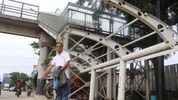 BERITA FOTO: Ironis, Halte Dekat Kantor Walikota Ini Dibiarkan Kurang Perawatan Bertahun-tahun