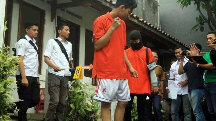 BERITA FOTO: Ini Penampakan Rekonstruksi Mayat Dalam Lemari di TKP Jalan Mampang Prapatan
