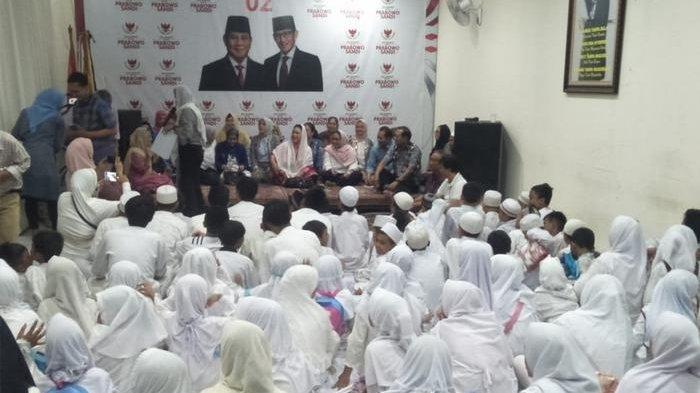 Rayakan Kepulangan TKI yang Lumpuh, Titiek Soeharto Gelar Syukuran