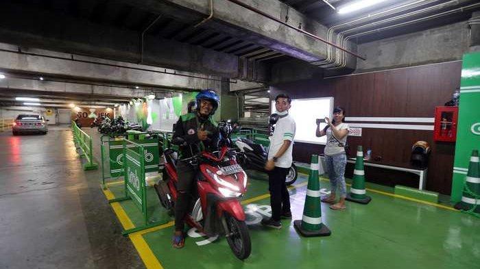 BERITA FOTO: Horee, Sekarang Ada Halte Ojol di Mal Grand Indonesia