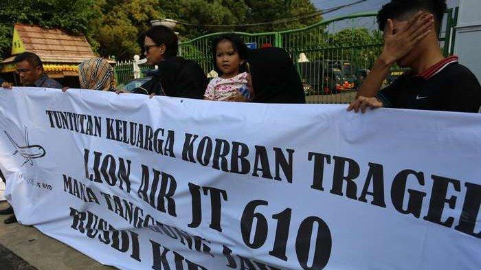 Keluarga 64 Korban Lion Air Lanjutkan Pencarian Jasad dengan Rogoh Kocek Sendiri