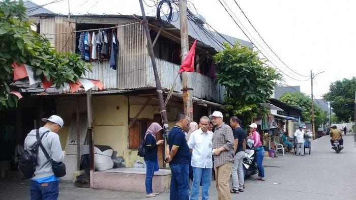 Petugas BPRD DKI Door to Door Tagih Pajak ke Penunggak Pajak