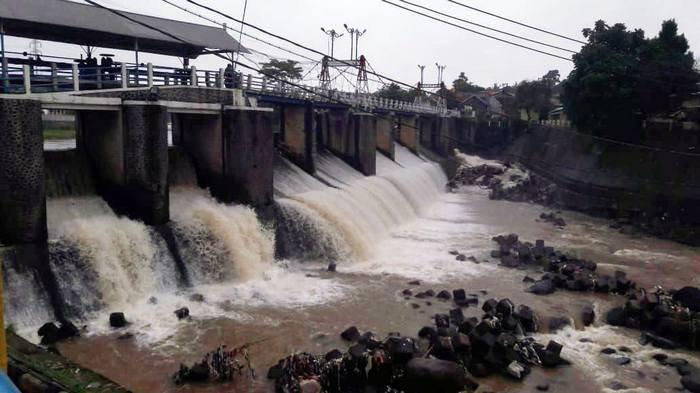 BREAKING NEWS: 4 Pintu Air di Jakarta Kini Berstatus Siaga 3, Inilah Prakiraan Cuaca Jabodetabek