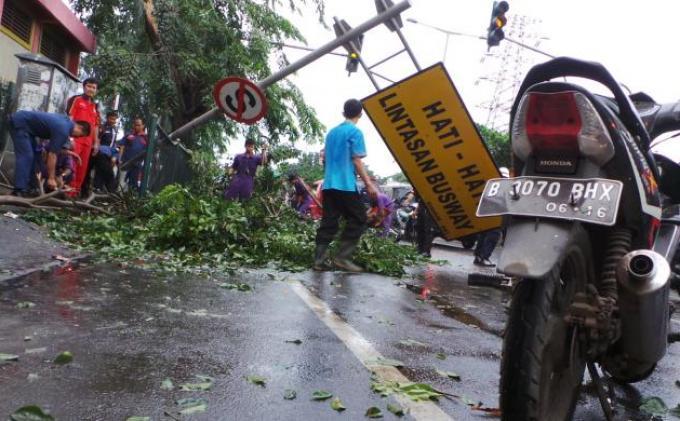 WASPADA Bencana Banjir dan Pohon Tumbang, Warga Tugu Depok Terima Surat Edaran, Begini Isinya