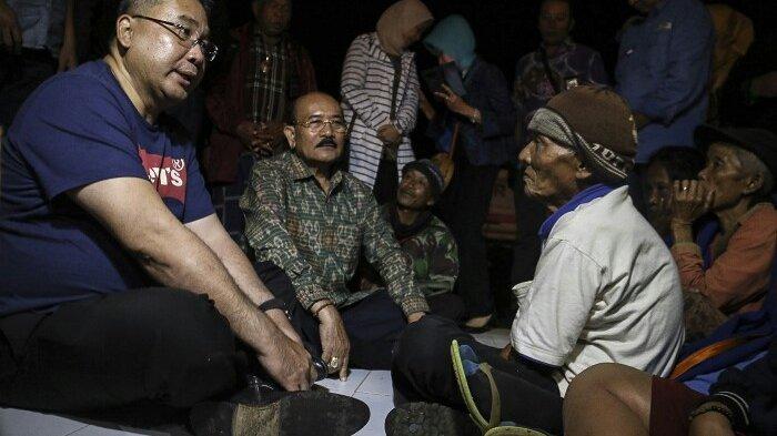 Mendes PDTT Kunjungi Pengungsi Erupsi Gunung Agung