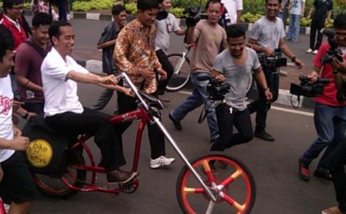 Jokowi Tak Ingin Jalur Sepeda Disia-siakan Pesepeda