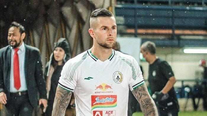 Aaron Evans baru bergabung dengan PSS Sleman pada Liga 1 musim 2020 setelah sebelumnya bermain di PSM