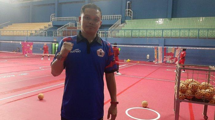 Abdul Gani, pelatih sepak takraw tim putri DKI Jakarta selama PPKM darurat memindahkan latihan ke Kota Cianjur, Jawa Barat
