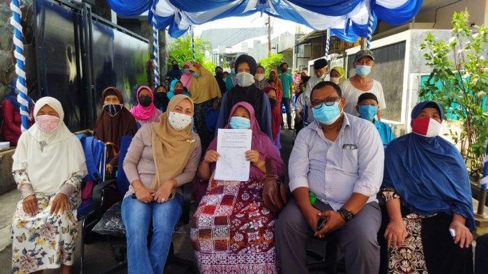 Anggota DPRD Demokrat Nur Afni Galang Tanda Tangan Warga di Dapil 9