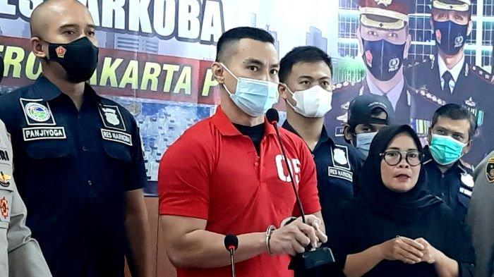 Agung Saga Menangis dengan Tangan Terborgol, Menyesal Pakai Narkoba hingga Kembali Ditangkap Polisi