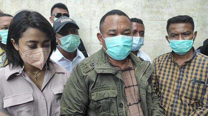Agustinus Nahak, kuasa hukum artis Cynthiara Alona (35) di Mapolda Metro Jaya, Kebayoran Baru, Jakarta Selatan, Kamis (18/3/2021).