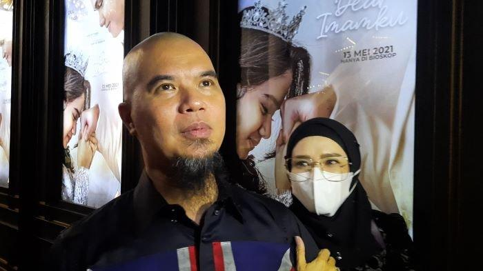 Ahmad Dhani dan Mulan Jameela saat premiere film Dear Imamku yang dibintangi Dul Jaelani dan Tissa Biani di Bioskop CGV, Grand Indonesia, Jalan MH Thamrin, Tanah Abang, Jakarta Pusat, Senin (10/5/2021).