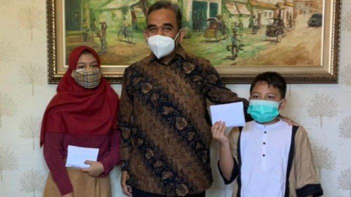 Takziah Temui Kedua Yatim Piatu Kader Gerindra, Ahmad Muzani Ingatkan Bahaya Covid-19
