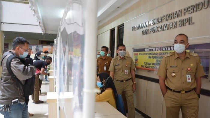 Pastikan Pelayanan Publik Berjalan Usai Libur Panjang Bupati Tangerang Sidak ke Dua Kantor Dinas Ini