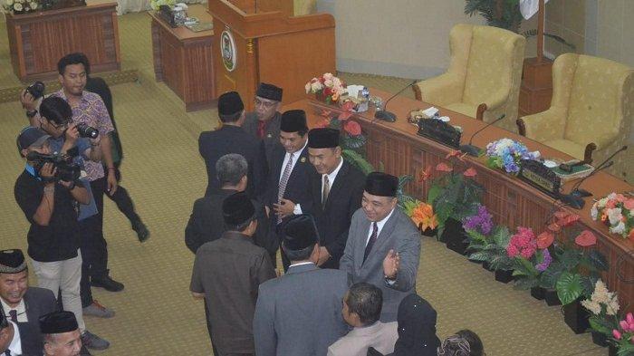 Rapat Paripurna DPRD Kabupaten Tangerang menetapkan Ahmed Zaki Iskandar sebagai Bupati Tangerang periode 2018-2023.