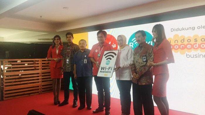 Dengan Bayar Rp 30.000 Bisa Internetan di Penerbangan AirAsia