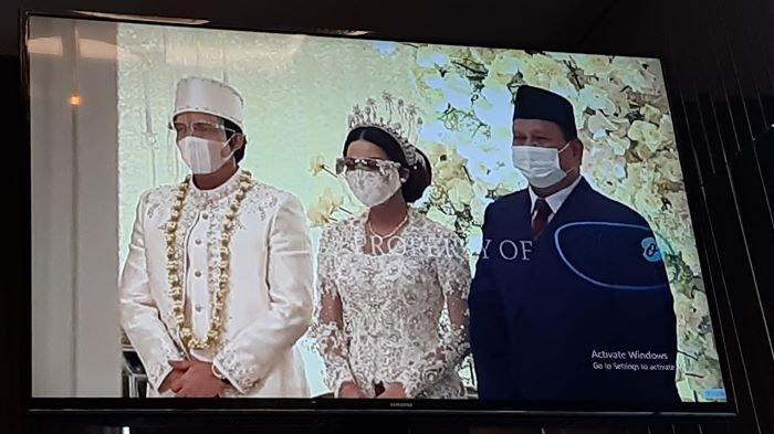 Ashanty mendampingi Anang Hermansyah di pelaminan menemani Aurel Hermansyah yang sudah sah menjadi istri Atta Halilintar di Hotel Rafles Jakarta, Setiabudi, Jakarta Selatan, Sabtu (3/4/2021).