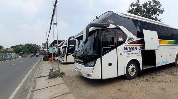 Sejumlah Bus AKAP yang sedang mangkal di Terminal Bayangan Cimanggis, Ciputat, Kota Tangsel (Warta Kota/Rizki Amana)