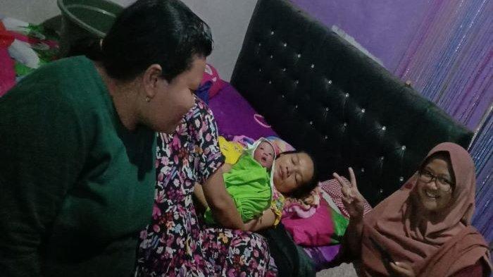 Saat Banjir Melanda, Ibu di Burangkeng Bekasi Harus Gunakan Truk Hingga Melahirkan di Warung Abidin