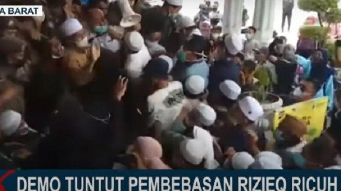 Kronologi Kericuhan Massa Pro Habib Rizieq dengan Satpol PP saat Kepung Kantor Bima Arya di Bogor