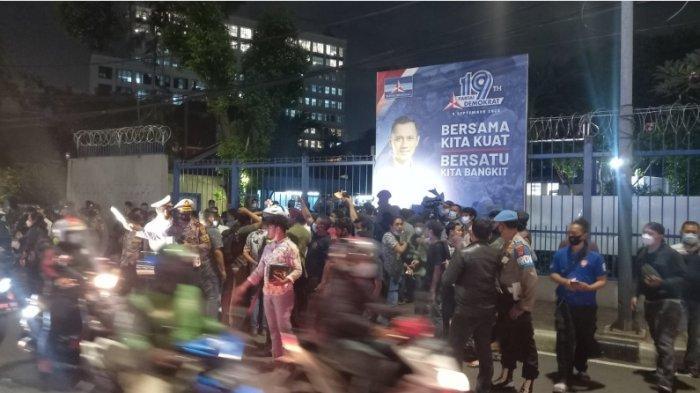 Nama Kampusnya Dicatut AHY, Mahasiswa Demo di DPP Demokrat Menteng Jakpus, Kini Dibubarkan Polisi