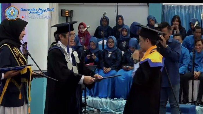 VIRAL, Tingkah Lucu Mahasiswa di Surabaya Saat Wisuda Diiriing Lagu 'Entah Apa yang Merasukimu'