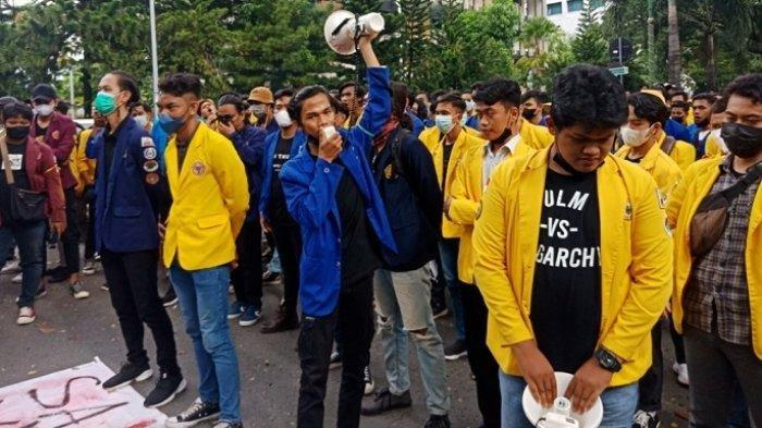 Aksi Bela KPK di Banjarmasin oleh BEM se-Kalsel Ricuh, Mahasiswa Terlibat Bentrok dengan Polisi
