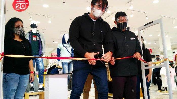 Di Depok Aktor Tora Sudiro Resmikan Family Store 3Second, Promo 50 Persen Hingga Akhir Februari