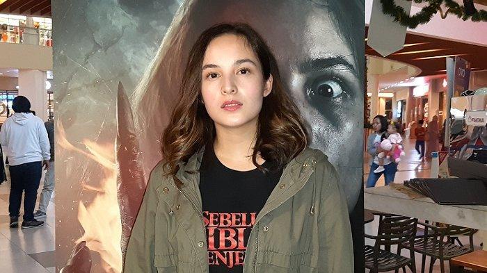Chelsea Islan disela Meet n Greet dan launching trailer film Sebelum Iblis Menjemput Ayat 2 di Metropolitan Mall Cileungsi, Jawa Barat, Sabtu (18/1/2020).