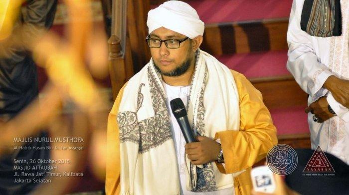 Di Pemakaman Habib Musthofa, Yusuf Mansur Tak Bisa Sembunyikan Kesedihan: Husnul Khotimah Banget