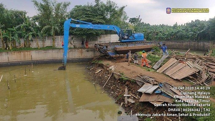 Siagakan Pompa Portabel hingga Pengerukan Saluran Air di Titik-titik Banjir di Tanjung Priok