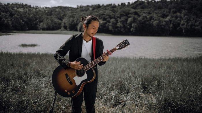 Fiersa Besari merilis album baru 20:20 di penghujung akhir 2020.