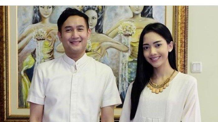 Reinaldi Hutomo yang populer disapa Aldi Bragi melayangkan permohonan talak cerai terhadap Ririn Dwi Ariyanti ke Pengadilan Agama Jakarta Selatan, Senin (30/8/2021). Sidang perdana gugatan cerai Aldi Bragi dan Ririn Dwi Ariyanti digelar pada 16 September 2021.