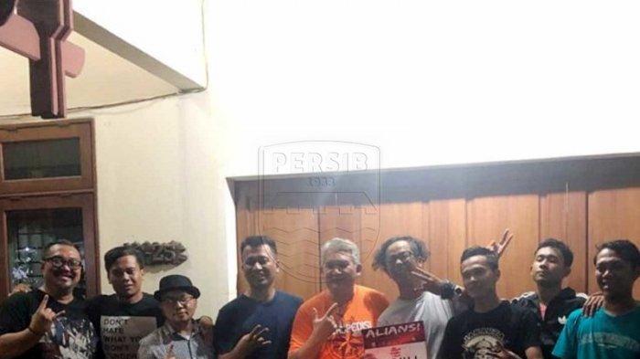 Aliansi Bobotoh Jakarta Bersama The Jak Mania Bersatu Bantu Korban Banjir di Jabodetabek
