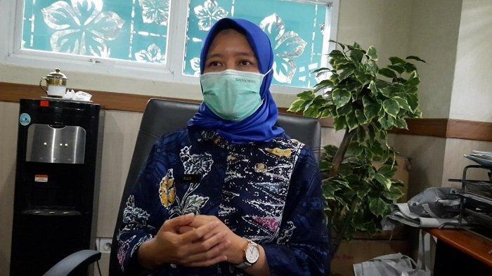 Ditemui di Kantor Dinkes Kota Tangsel, Kadinkes Kota Tangsel, Allin Hendalin Mahdaniar memberi penjelasan mengenai kabar dugaan seorang satpam meninggal dunia setelah divaksin Covid-19, pada Kamis (1/4/2021). (Wartakotalive.com/Rizki Amana)