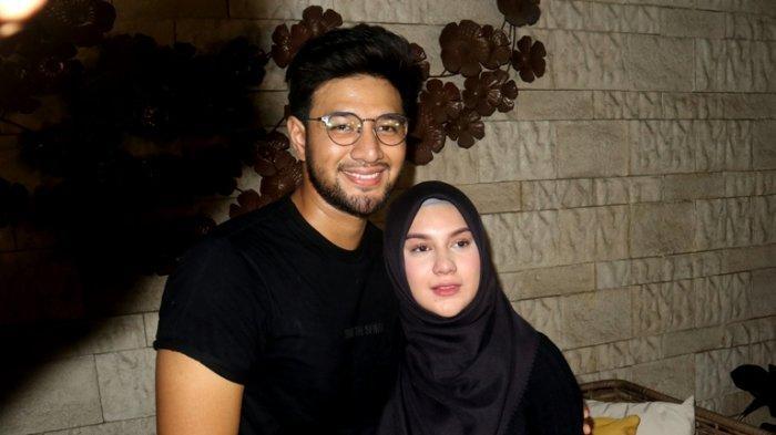 Pasangan selebritas Ammar Zoni dan Irish Bella di rumahnya, Kamis (10/10/2019).