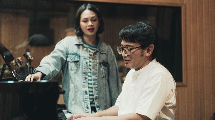 Mondo Gascaro dan Andien mengemas duet masyhur almarhum Chrisye dan diva pop Vina Panduwinata dalam lagu Kisah Insani. Lagu itu adalah salah satu lagu yang ada dalam Mini Album Lagu Baru Dari Masa Lalu Volume 1 yang dikenalkan Selasa (15/6/2021).