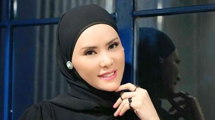 Angel Lelga disela berbincang di kawasan Tebet, Jakarta Selatan, Jumat (8/5/2021).
