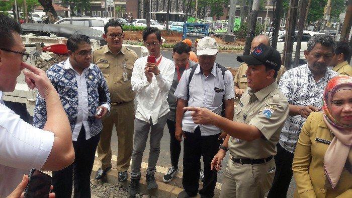 Anggota DPR Komisi IV Inspeksi Trotoar di Jalan Cikini Raya Jakarta Pusat