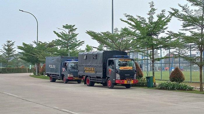 Jelang Kick-Off Bhayangkara FC vs Persiraja Banda Aceh, Anggota TNI-Polri Mulai Berjaga di Stadion