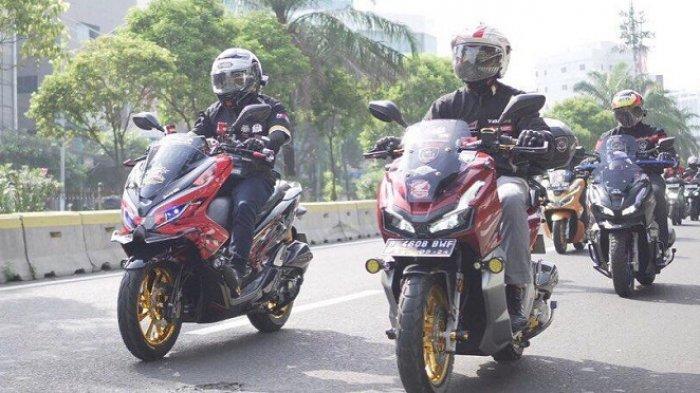 Anggota komunitas Asosiasi Honda Jakarta (AHJ) bersama manajemen Main Dealer Honda Jakarta Tangerang PT Wahana Makmur Sejati (WMS) menggelar kegiatan City Riding dalam rangka menyebarkan semangat bangkit di masa pandemi Covid-19, Sabtu (21/11/2020).