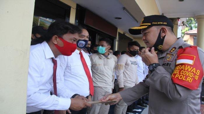 Berdedikasi Ciptakan Keamanan, Anggota Polres Metro Jakarta Barat Raih Penghargaan