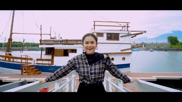 Penyanyi Anggun Pramudita bekerjasama dengan Milana Musik Nusantara dan platform musik Joox mengenalkan lagu baru berjudul Tumbak Cucukan, Jumat (23/7/2021).