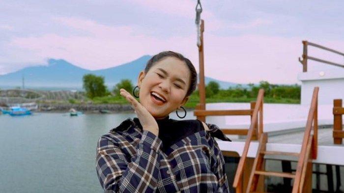 Anggun Pramudita Rilis Lagu Tumbak Cucukan, Makna Lagu Cermin Masyarakat saat Ini