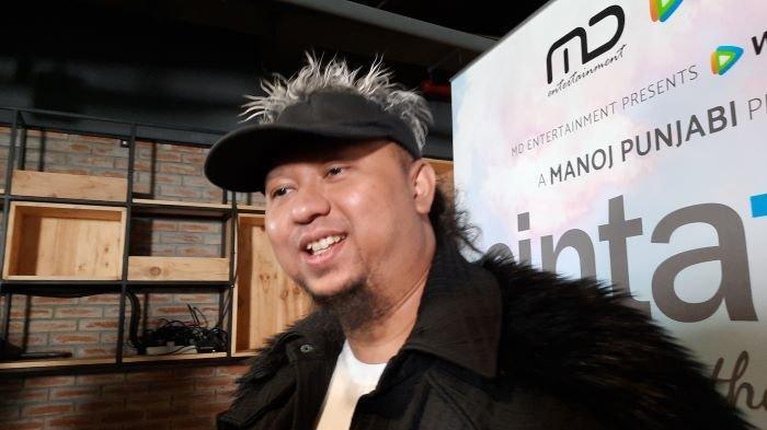 Sutradara film Anggy Umbara di kawasan Setiabudi Jakarta Selatan, Jumat (16/4/2021). Anggy Umbara menolak mengomentari kasus hukum Fajar Umbara hingga ditahan penyidik Polres Tangerang Selatan sejak Senin (12/4/2021).