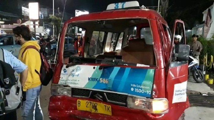 Tabrakan Beruntun Libatkan 11 Kendaraan di Kramat Jati, Sopir Angkot Sempat Terjebak Lima Menit