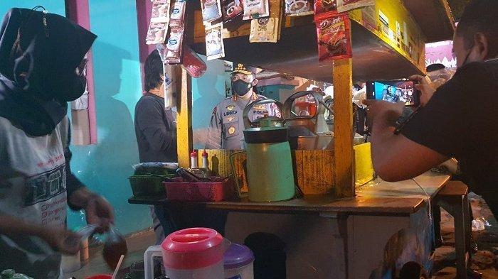Semalam Kapolri Jenderal Listyo Sigit Blusukan, Berikan Sembako ke Warga dan Pedagang Angkringan