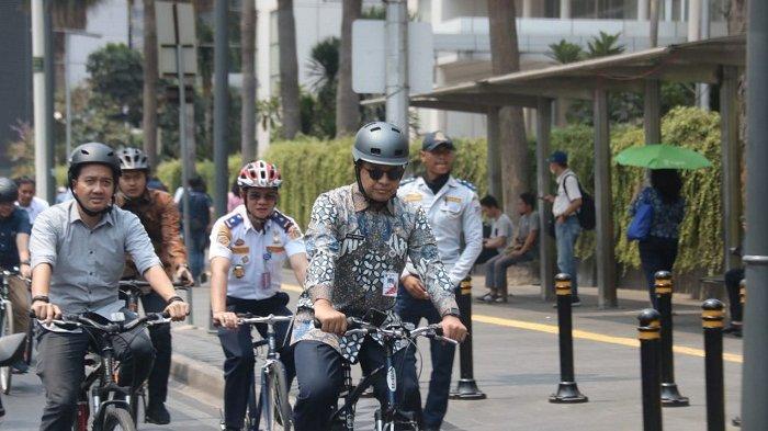 Dari Balai Kota DKI ke DPR Naik Sepeda, Anies Tularkan Kebiasaan Bersepeda