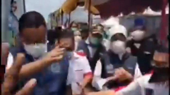 VIRAL, Momen Anies Baswedan Terperosok di Got saat Tinjau Vaksinasi di Koja